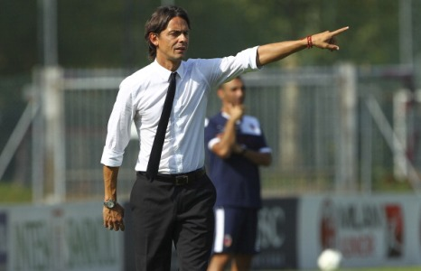 MILAN, ITALY - SEPTEMBER 09:  The new coach of AC Milan juvenile Filippo Inzaghi gestures during the juvenile match between AC Milan and Bologna FC on September 9, 2012 in Milan, Italy.  (Photo by Marco Luzzani/Getty Images)