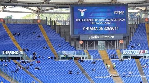 """Calcio:Olimpico semi-deserto, striscione """"la Lazio è nostra"""""""