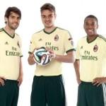 Milan giocherà in maglia bianca. Riscaldamento con la nuova maglia