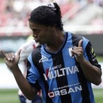 VIDEO: Gli Ex Milan, Ronaldinho gol ed autografo