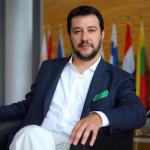 """Salvini: """"Se il Milan vince il derby smetto di fumare"""""""