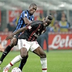 VIDEO: Balotelli stringe la maglia rossonera