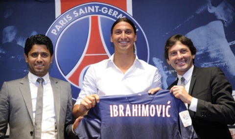 Paris Saint-Germain (PSG) football club's newly recruited Sweden striker Zlatan Ibrahimovic (C), poses with his new jersey next to Paris Saint-Germain (PSG) football club's chairman Nasser Al-Khelaifi (L) and PSG's Brazilian sporting director Leonardo during a press conference as part of Ibrahimovic's official presentation at the Parc des Princes on July 18, 2012 in Paris.  AFP PHOTO / BERTRAND GUAY        (Photo credit should read BERTRAND GUAY/AFP/GettyImages)